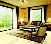 Phòng khách với những góc nhìn lý tưởng qua những ô cửa rộng mở